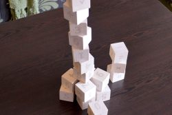 игра с дървени кубчета с Цифри 3